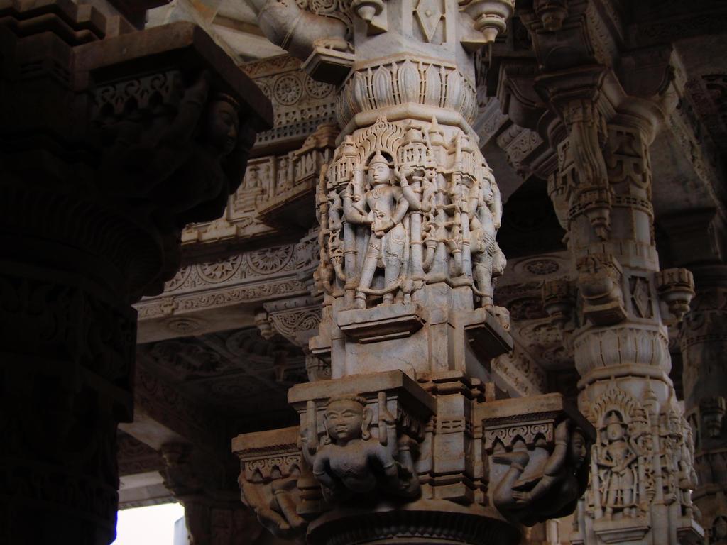 Ranakpur Jain temple by FotobyVarvar