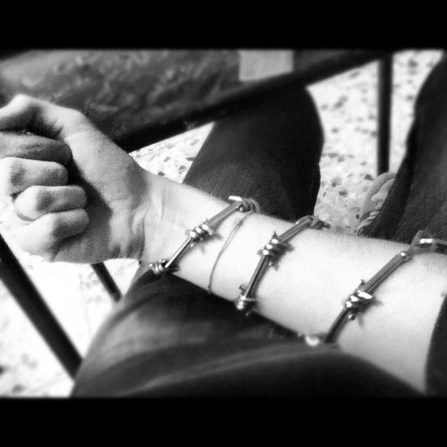 prisoner_barbed_wire_around_my_arm_by_ya