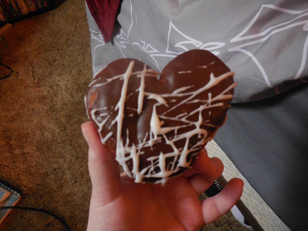 HeartShaped Donut by CaitlinTheLucario
