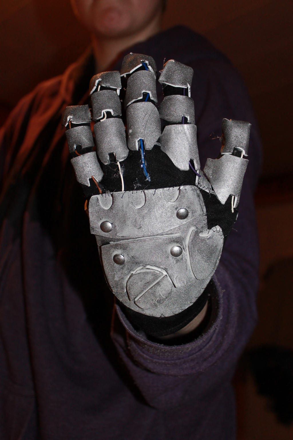 Robot hand by flammingcorn