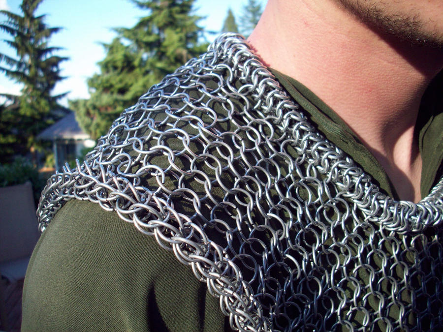 Chainmail_Vest___Shoulder_by_Vulpine_Ham