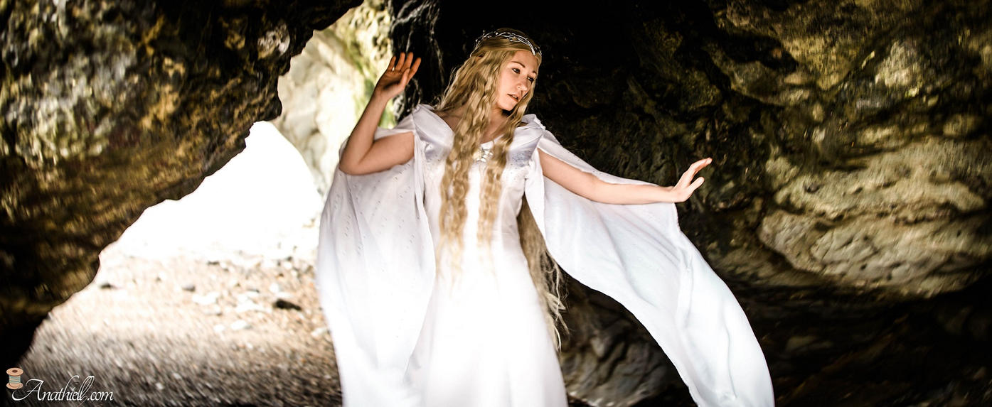Galadriel - Hobbit by Anathiell