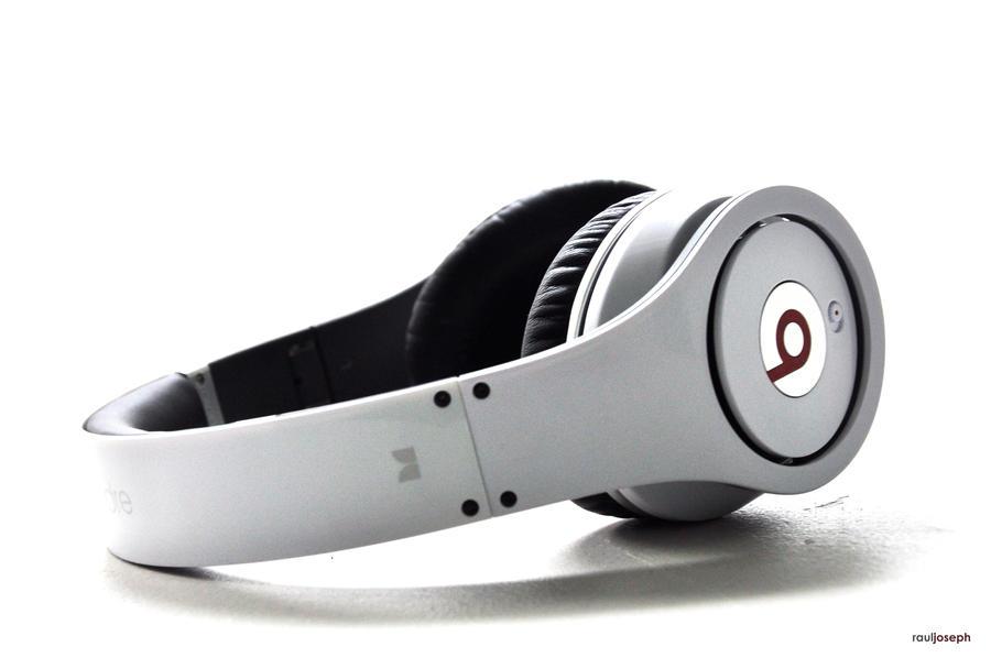 Beats By Dre Headphones 02 by rauljoe