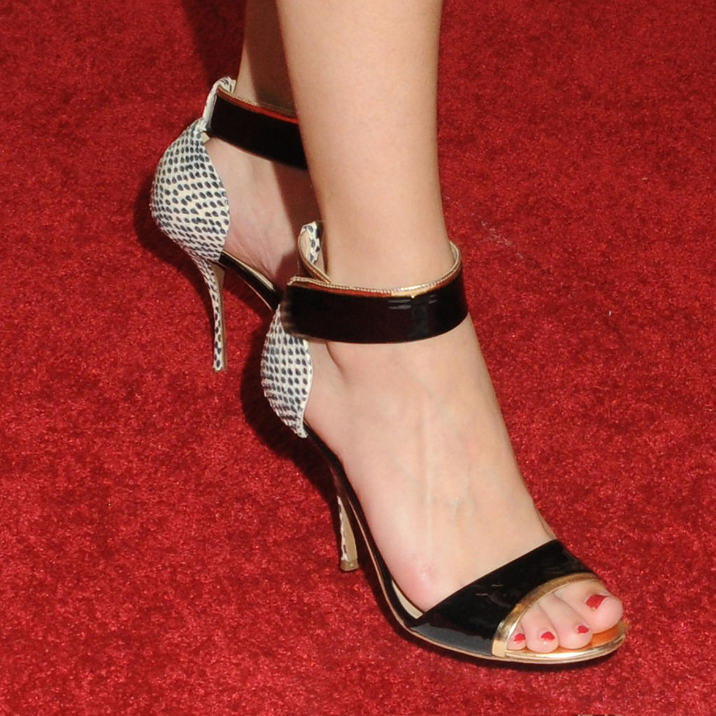 group of selena gomez s feet