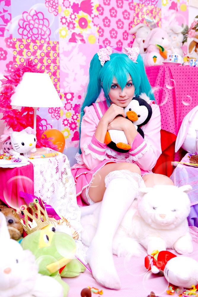 Hatsune Miku- Lots of Laugh by JuTsukinoOfficial