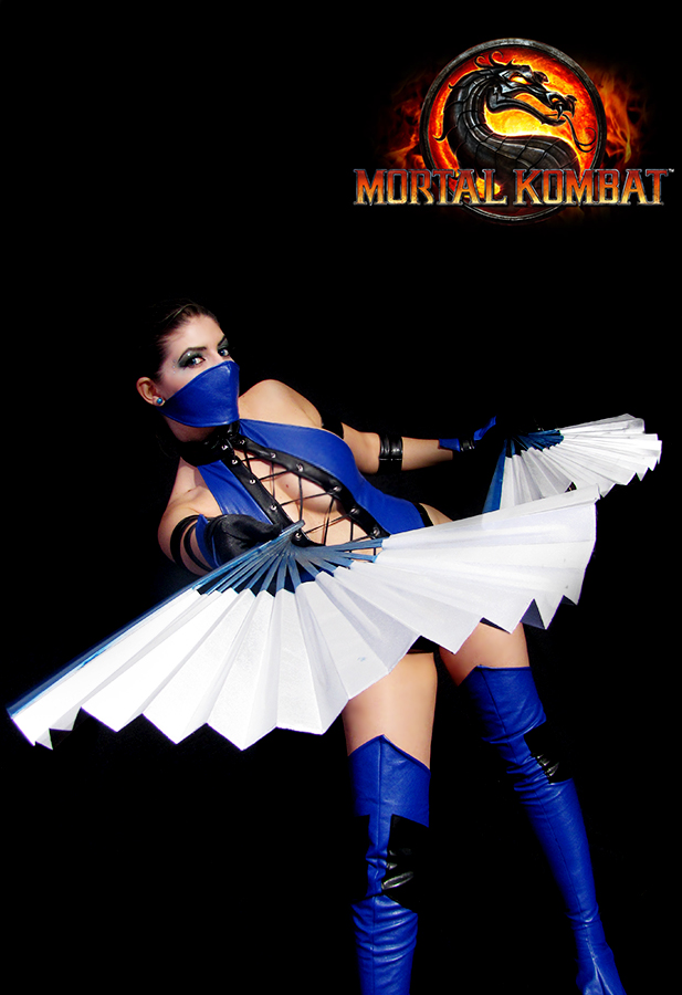 Kitana Cosplay by LollipopBunnie