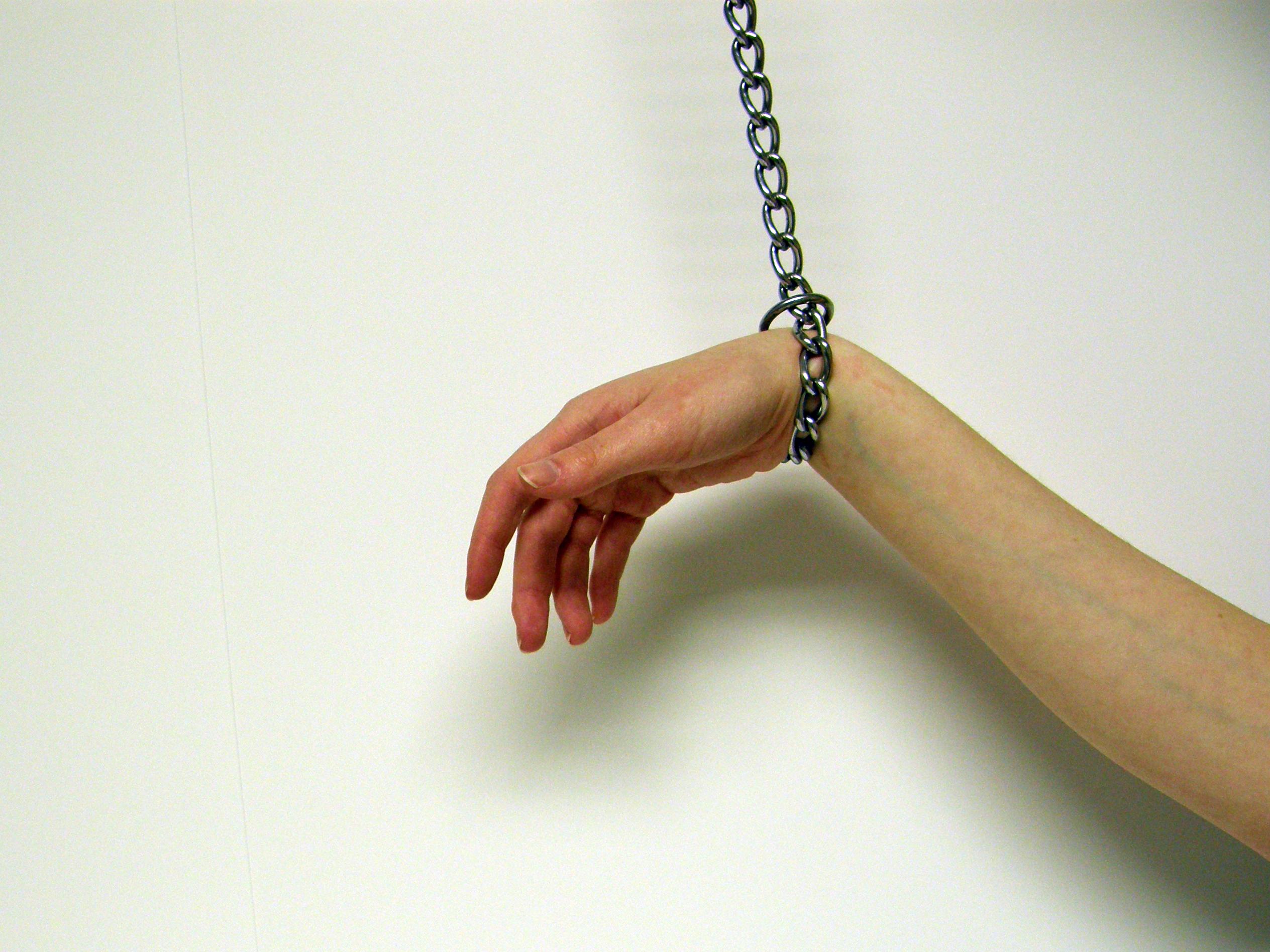 Связанные руки и ноги у девушек 11 фотография