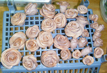 Gumpaste Roses by MonkeyDragon