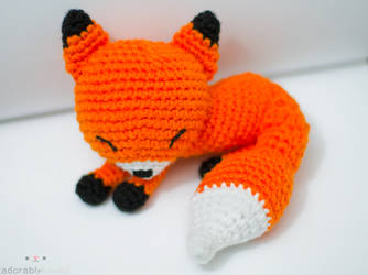 sleepy fox by tinyowlknits