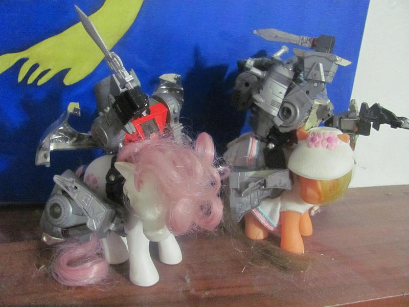 grimlock_and_sludge_riding_ponies_by_zeldatheswordsman_d6lywxq-fullview.jpg