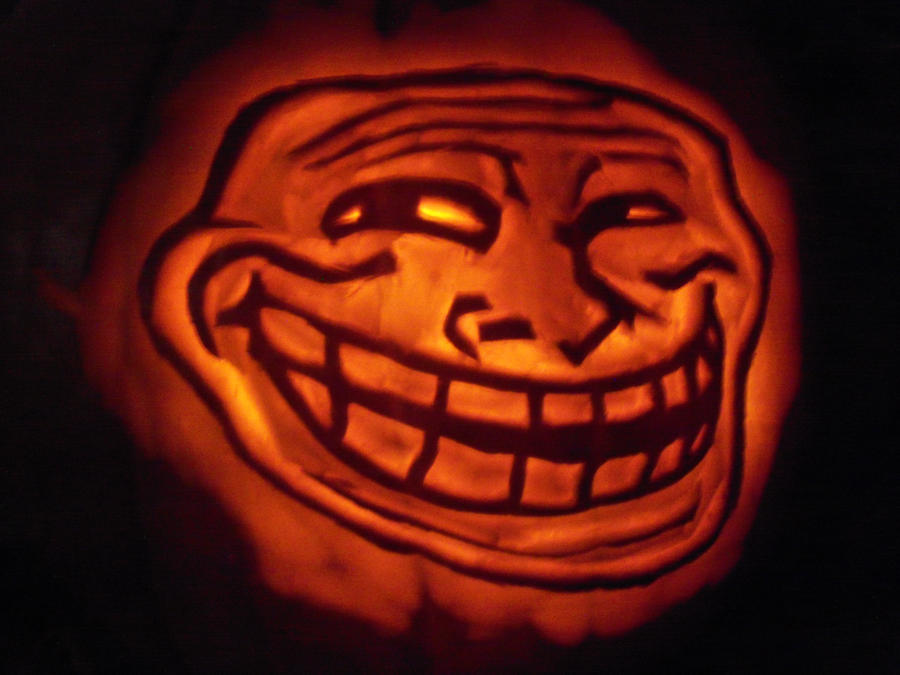 trollface_pumpkin_2011_by_virtuoussoul-d