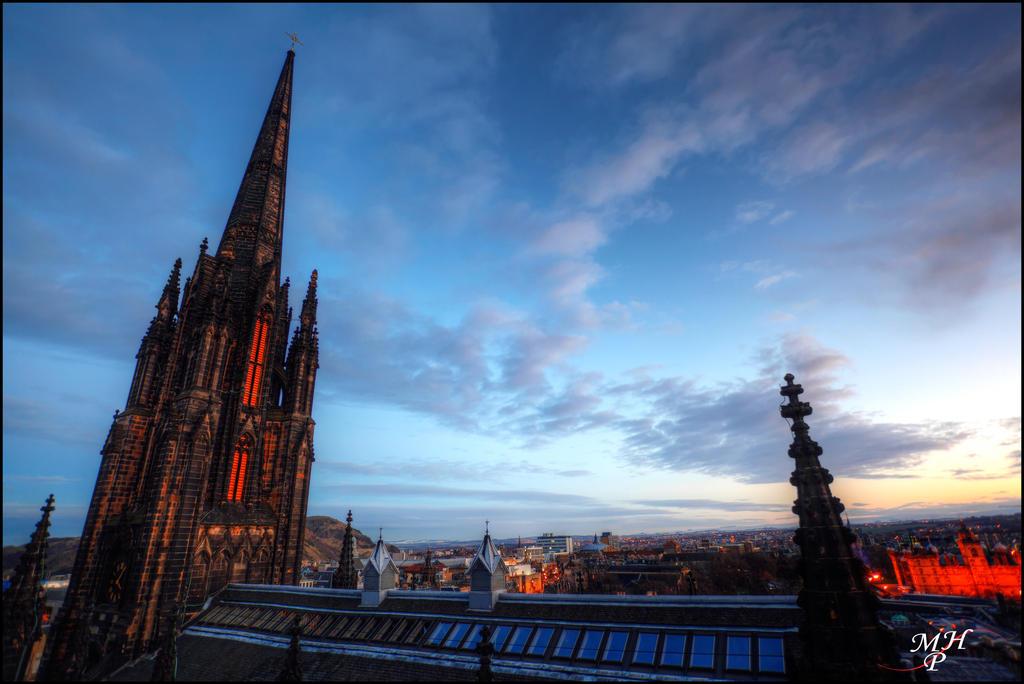 Edinburgh II by MarkHumphreys