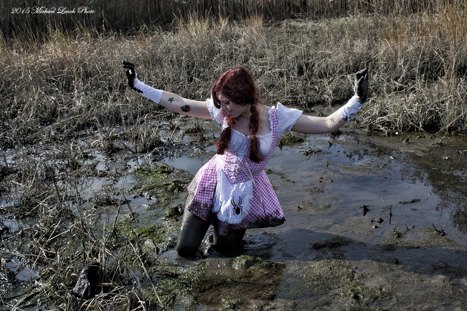 sexy-girls-sinking-in-deep-mud