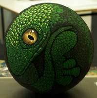 A small ball of lizard painted with kt.color paint by 3litza