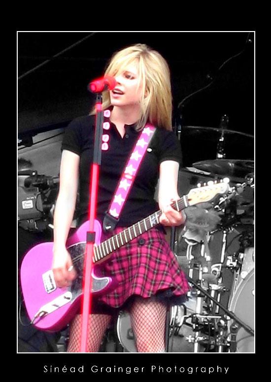 http://fc01.deviantart.com/fs21/f/2007/278/6/d/Avril_Lavigne___TITP_by_AzureRose.jpg