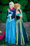 Anna and Elsa cosplay - Frozen