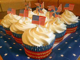 Cupcakes Of Independence by discoinferno84