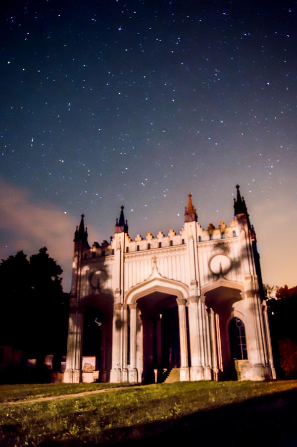 Castle gate starscape by Tanarotte