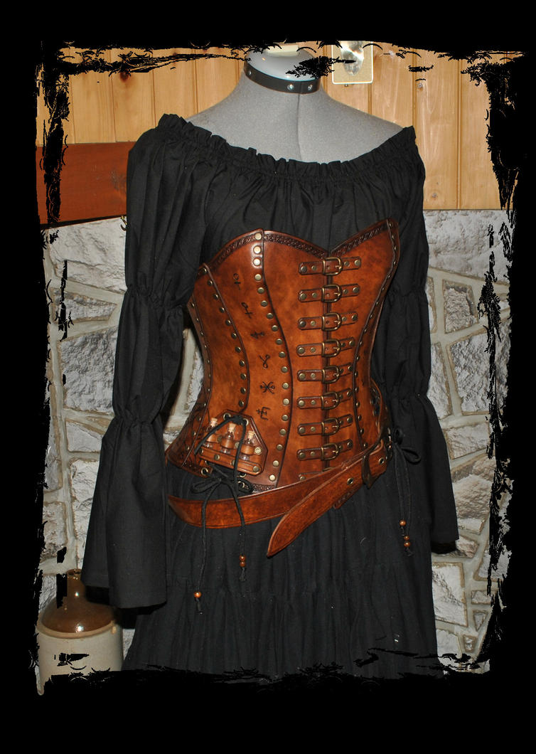 alchemist leather corset front view by Lagueuse