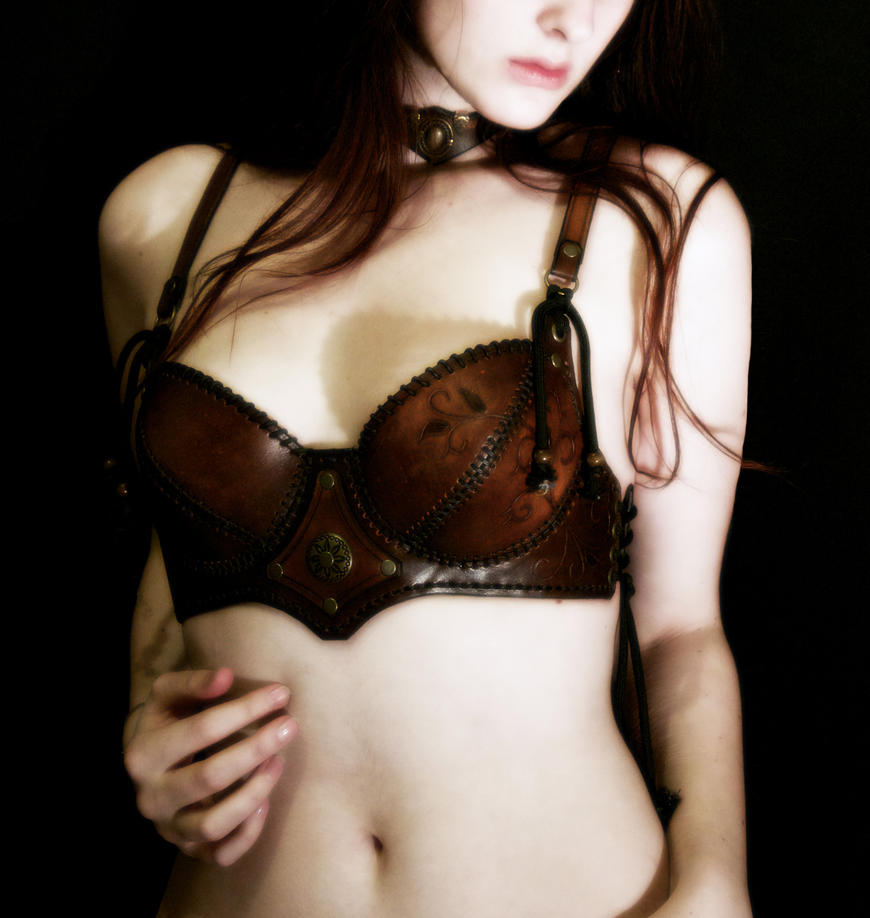 leather bra by Lagueuse