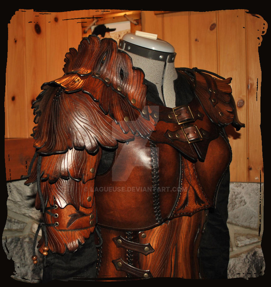 wood elf leather armor woman by Lagueuse