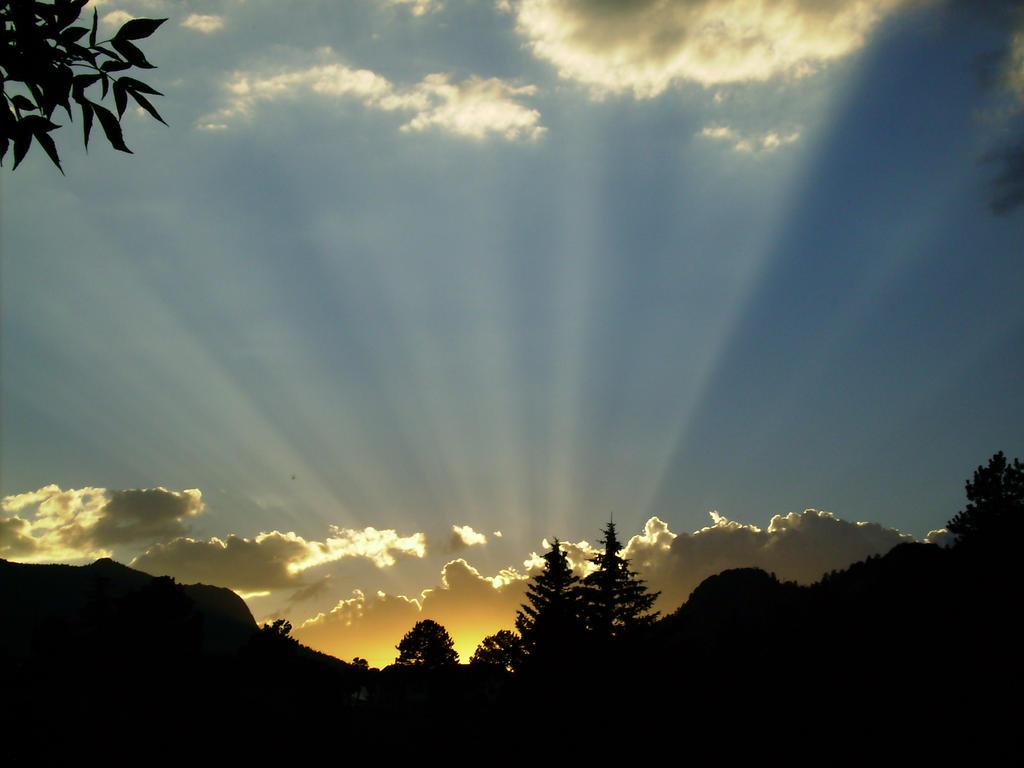 Rocky Mountain Sunset Rays By Seittik