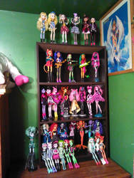 New shelves and new dolls by foreverwhiteknight