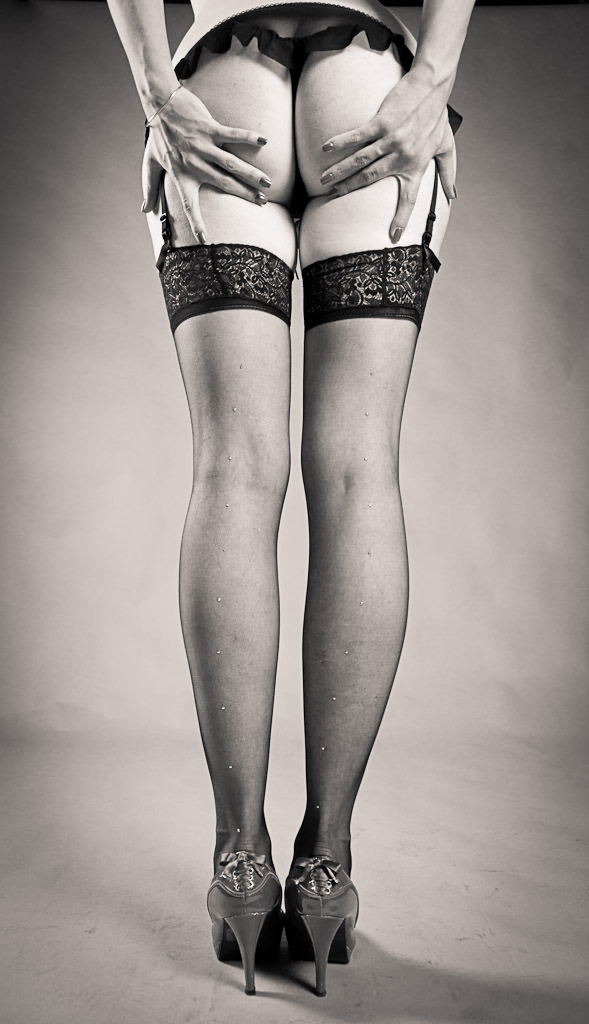 Alexia's legs by Fred93