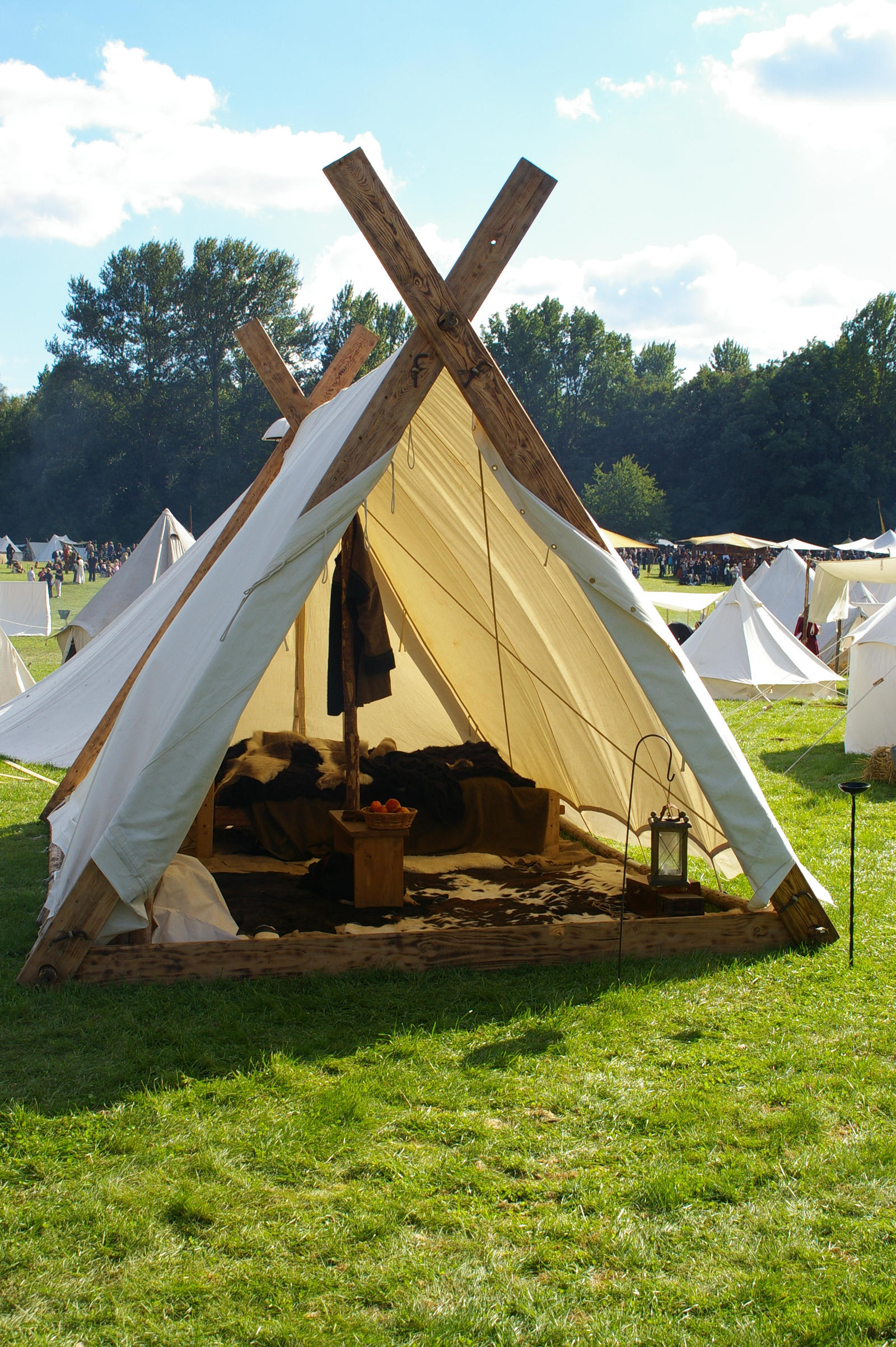 Viking Tent by Benthor & Viking tent by Nimpsu on DeviantArt
