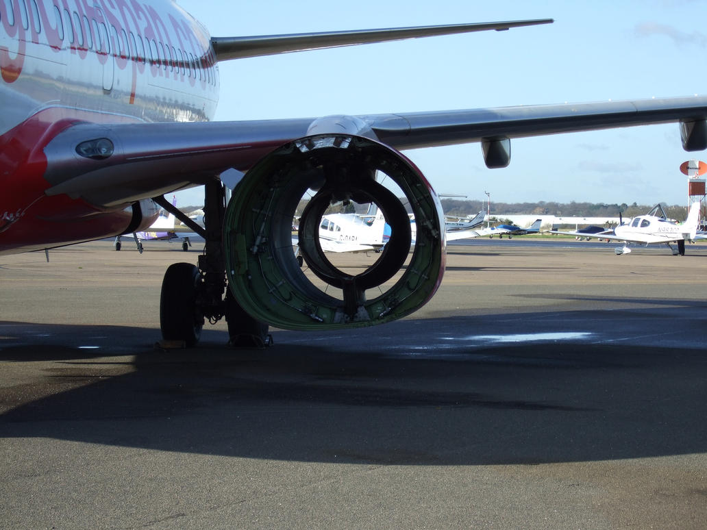 BOEING 737 there is a hole by Sceptre63