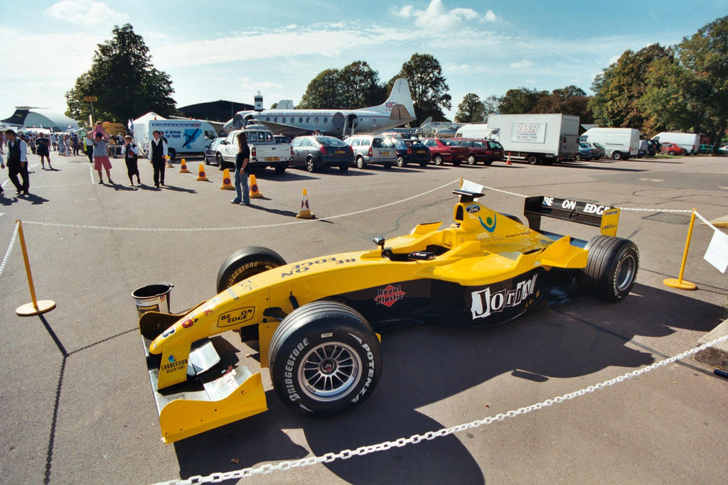 CLOSE UP WITH F1 CAR.9 by Sceptre63