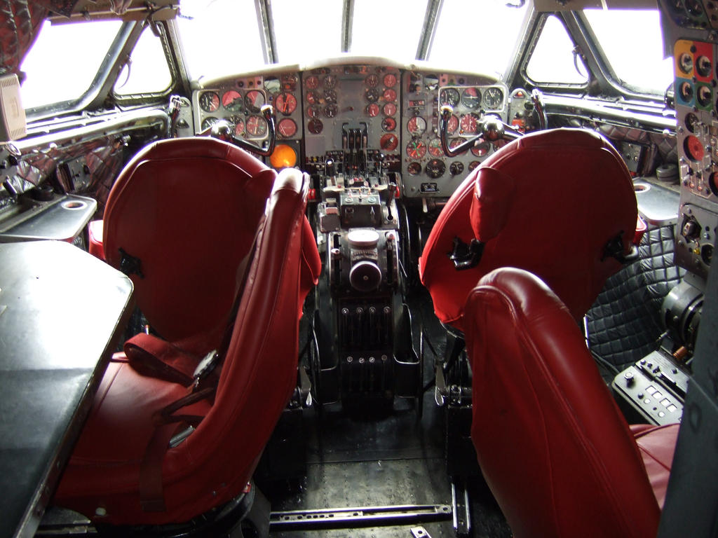DH COMET SIMULATOR cockpit 1 by Sceptre63