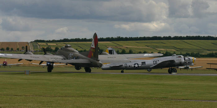 b17s pink lady and liberty bell lining up duxford