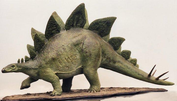 papier_mache_stegosaurus_1995_by_lonesom