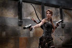 Lara Croft - A survivor is born by Lena-Lara