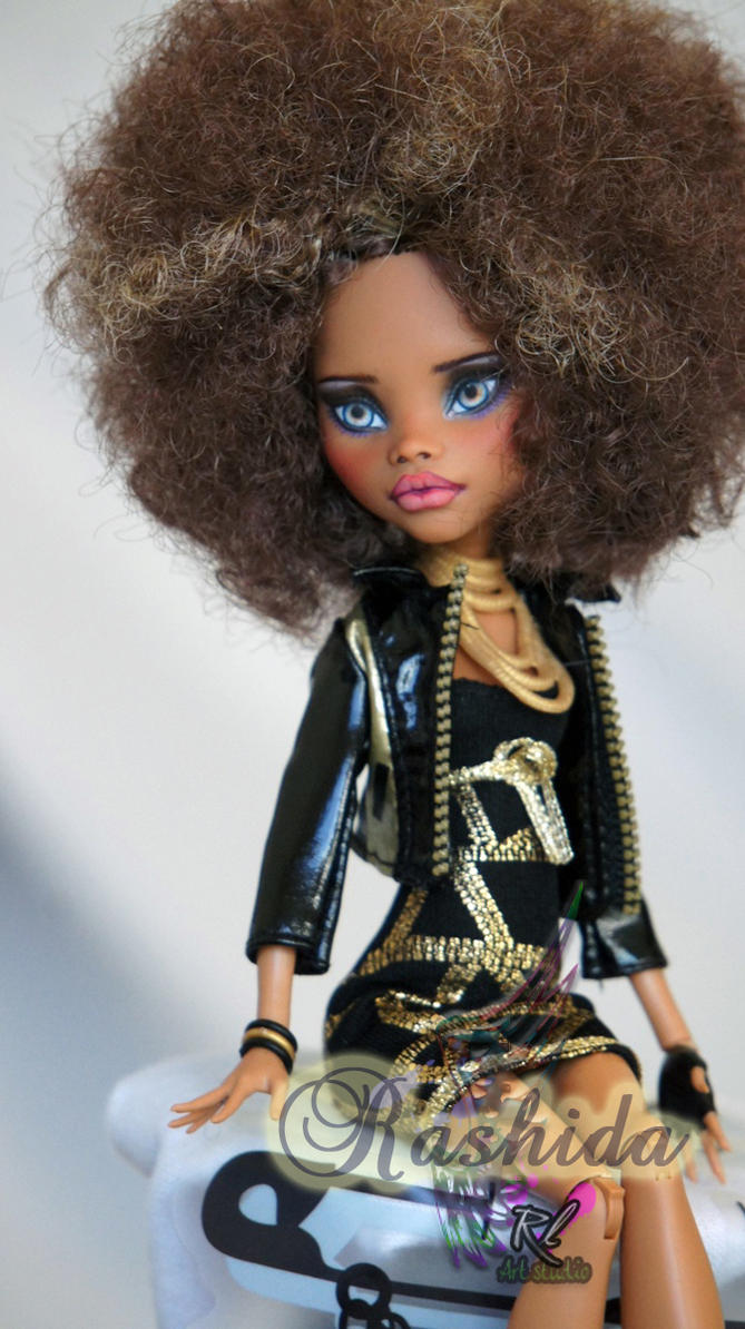 MH Clawdeen repaint #10P by RogueLively