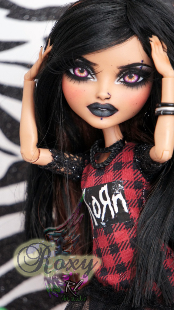 Ever After High Rosabella repaint #1 ~Roxy~ by RogueLively