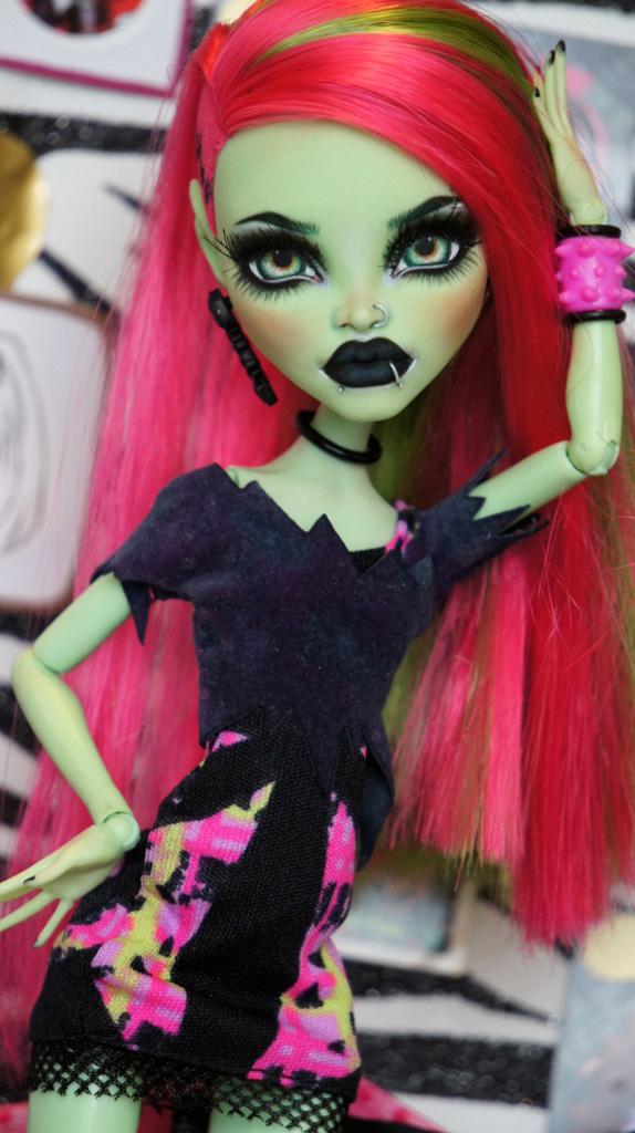 Valeria Monster High Venus Mcflytrap Repaint By Roguelively On Deviantart