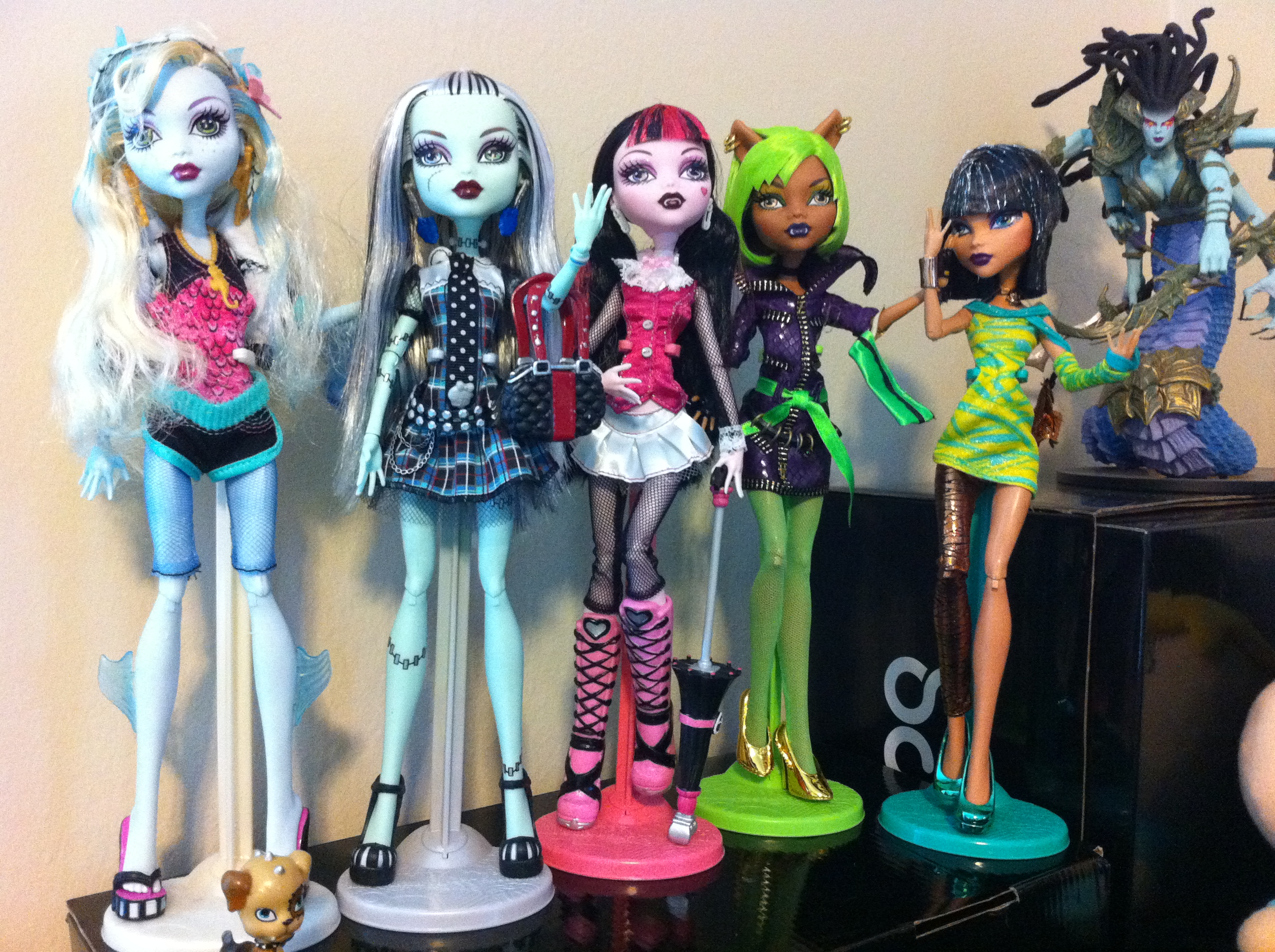 Monster High Dolls by ChibiWarmonger on DeviantArt
