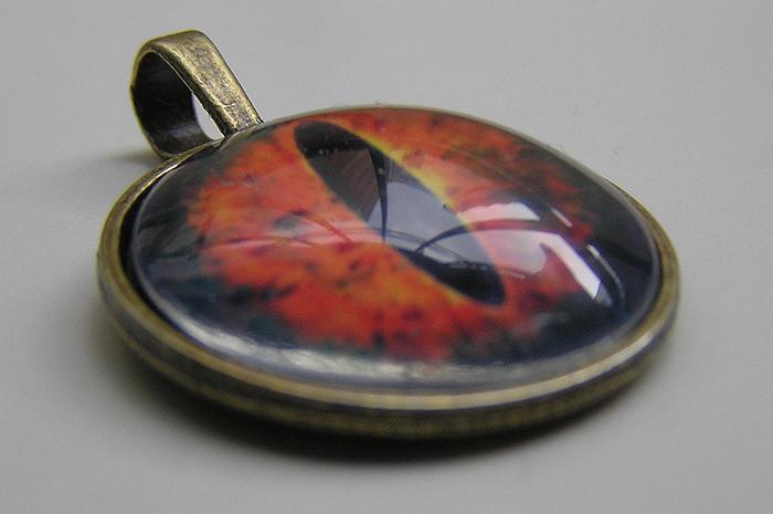 sauron pendant by kaitani81