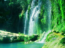 waterfall by vayneilia