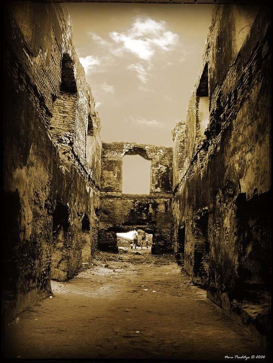 An Old Ruin... by ditya