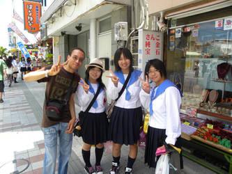Moi avec des etudiantes japonaises by shotdeath-returns