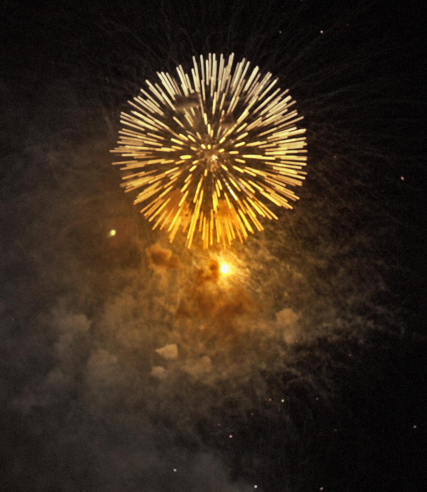 Fireworks3 by falling-featherz