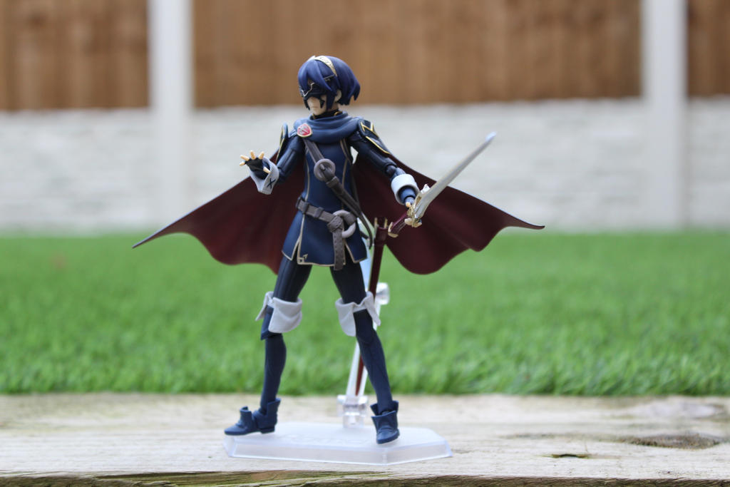 Marth in a fighting stand by sonicsackboy