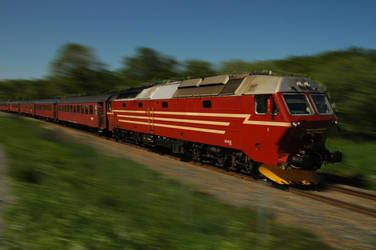 Norwegian passenger train by NorwegianBlackWolf