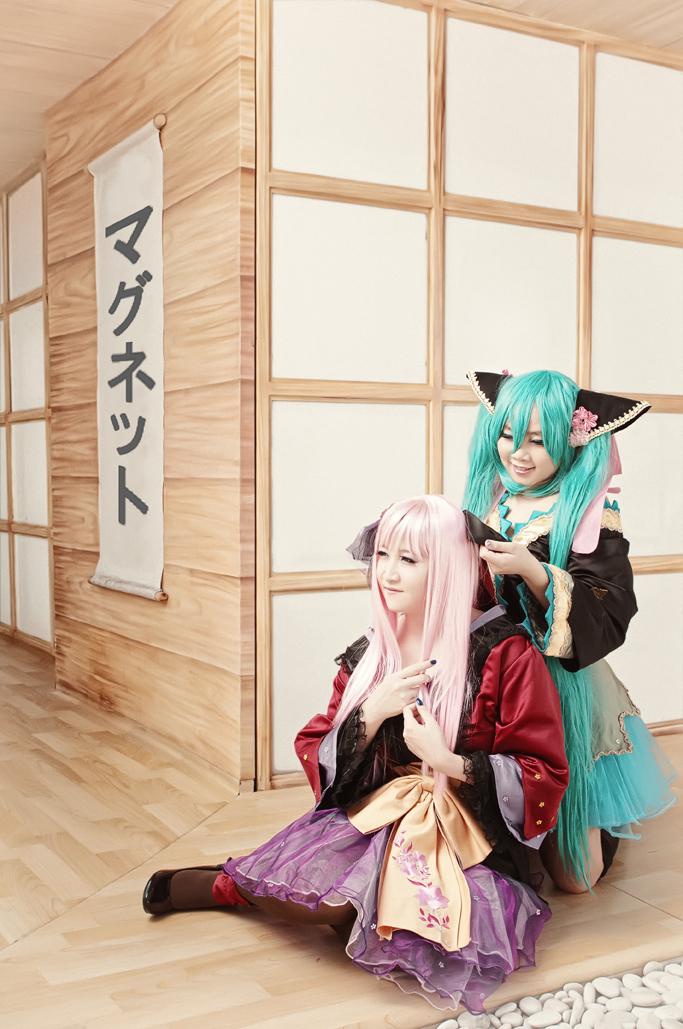 Magnet Kimono by hellsign