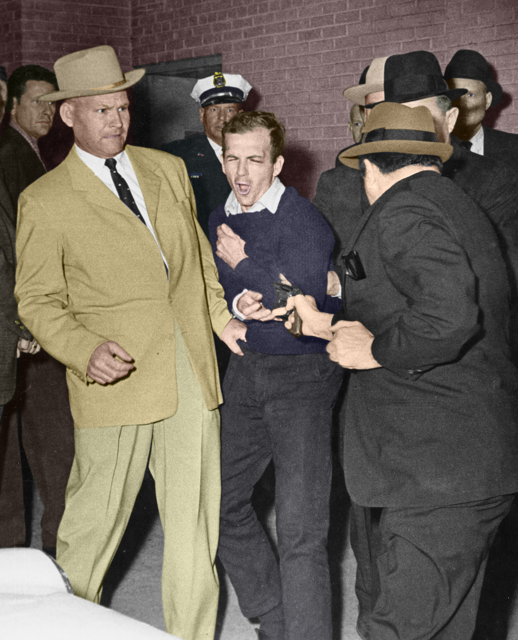 (image: http://fc08.deviantart.net/fs70/f/2013/166/f/f/lee_harvey_oswald_assassination_in_color_by_bojanglesthecat-d696gqm.jpg)