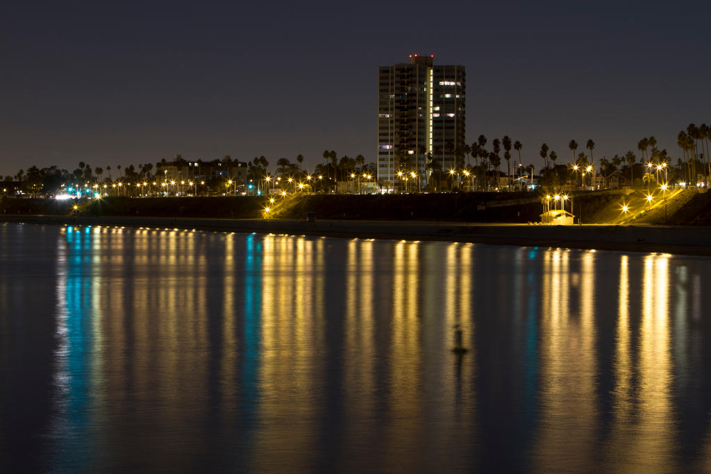 Shoreline Meets Skyline by FellowPhotographer