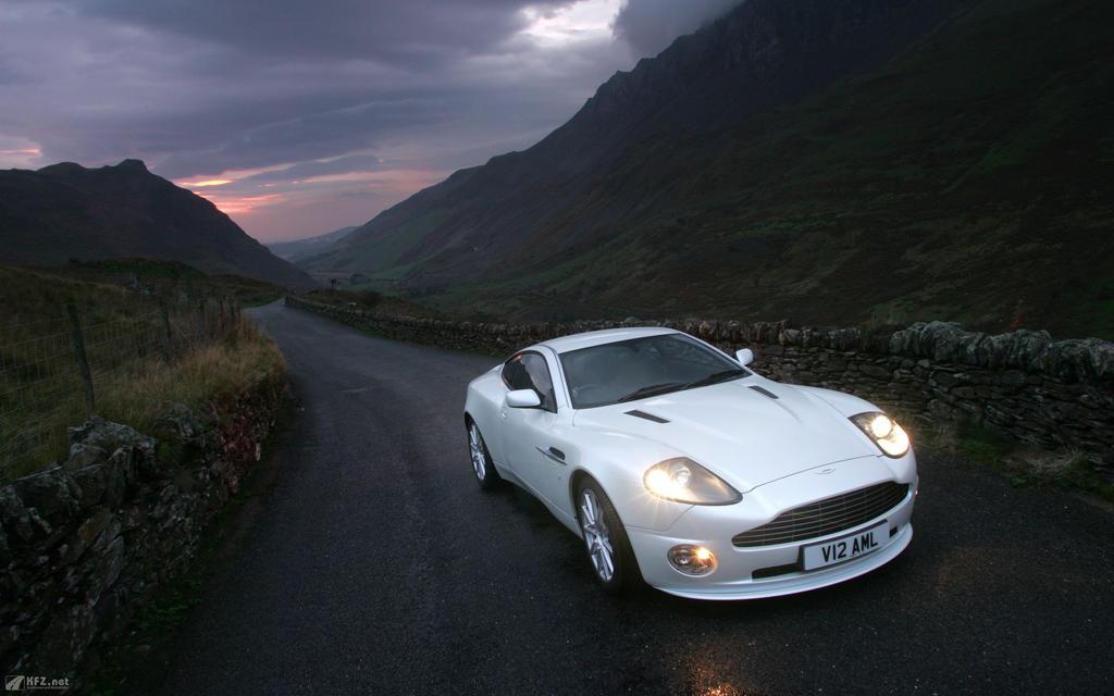 Aston-martin-vanquish-1920x1200-3 by DarkEagle2011